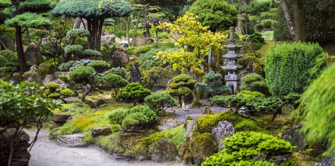 Beautiful Japanese Garden Designs for Small Spaces ... on Small Backyard Japanese Garden Ideas id=52790