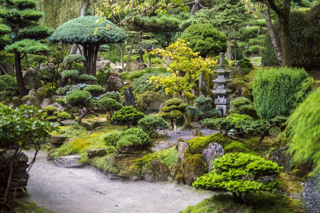 Beautiful Japanese Garden Designs for Small Spaces ...